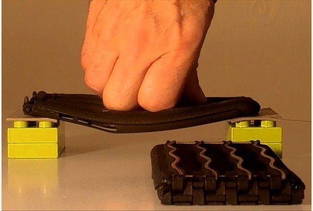 英国创客设计抗弯曲手机外壳保护iPhone6