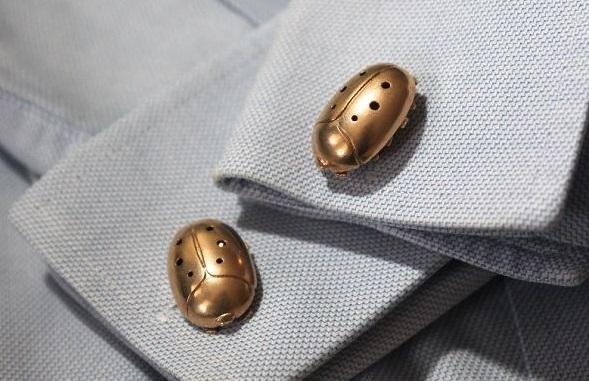 3D打印的甲壳虫袖扣