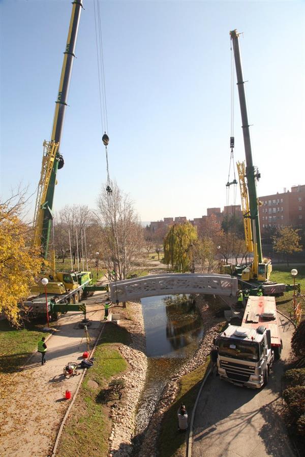 西班牙首座混凝土制成的3D打印桥昨日正式亮相