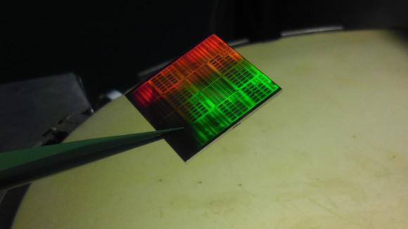 柔性材料制造的微处理器问世 元件也可以弯曲了