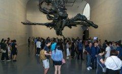 ca88会员登录|ca88亚洲城官网会员登录,欢迎光临_<b>震撼人心的艺术张力!上海展出ca88会员登录的超大型雕塑</b>