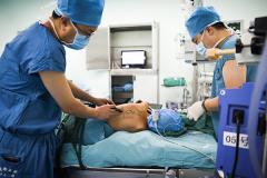 7岁幼童身患15公分肿瘤 3D打印重建其胸壁