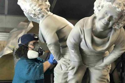 ca88会员登录|ca88亚洲城官网会员登录,欢迎光临_侏儒艺术家用ca88会员登录技术制作自己的雕塑来解决社会问题