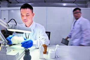 7名90后海归小伙广州创业3D打印耳机月产6万对