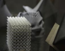 雷尼绍推出AM进程四倍速的超高速金属3D打印机―RENAM 500Q
