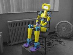 ASPIR:Choitek的全尺寸DIY人形机器人由超过90种3D打印件组成