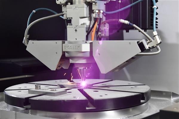 莫斯科科学技术学院开放增材制造实验室,配备国内最大金属3D打印机