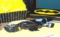 哥伦比亚公司为当地截肢儿童提供3D打印的超级英雄假肢