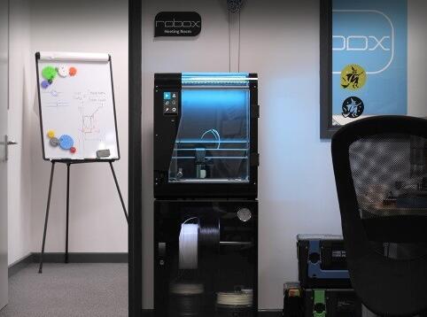 英国CEL推新款3D打印机RoboxPRO 使用红宝石喷嘴售价3330英镑
