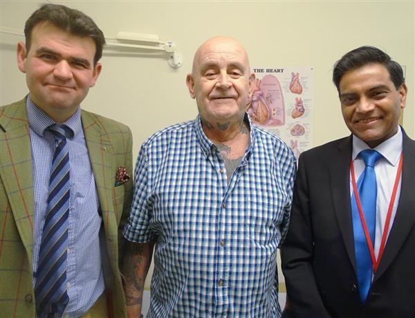 ca88会员登录,ca88亚洲城官网会员登录,ca88亚洲城,ca88亚洲城官网_ca88会员登录胸部假体有助于威尔士男子从巨大肿瘤中康复