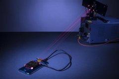 <b>3D打印的反射镜帮助研究人员使用激光对手机进行无线充电</b>