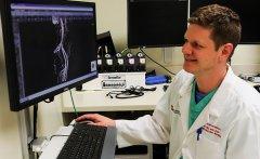 医生和工程师使用3D打印建模来确定主动脉瓣置换术解决方案