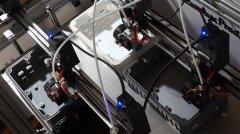 法国公司Bombyx Prod在一台3D打印机上设置10个打印头以批量生产
