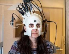 <b>科学家开发可穿戴脑部扫描头盔:3D打印仅重905克</b>