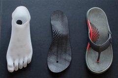 先锋鞋业公司为波士顿马拉松选手3D打印凉鞋参加比赛