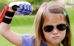 Hailey Dawson通过3D打印义肢投球棒球比赛鼓舞大众