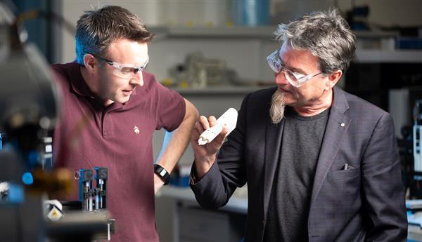 iFix生物3D打印笔诞生,矫正眼部受伤获110万澳元资助