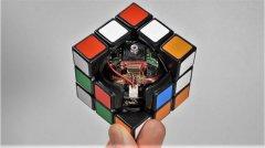 <b>这个令人敬畏的3D打印机器人魔方可以解决自己</b>