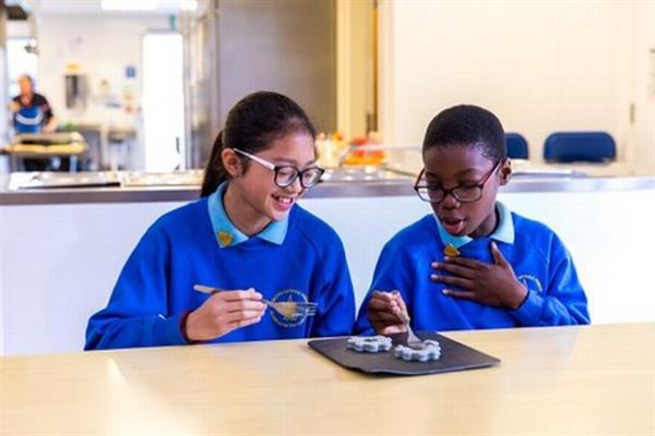 英国科学家为伦敦一所学校创造一系列3D打印餐饮