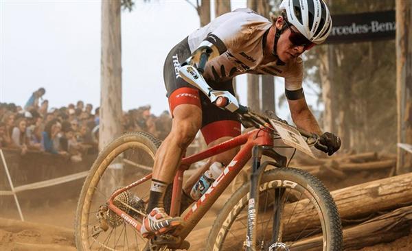 工业设计师开发用于山地自行车骑行的专业3D打印假肢
