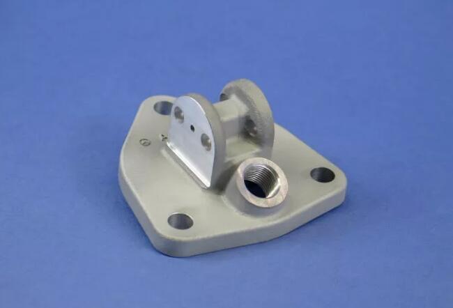 戴姆勒已开始用3D打印自动化单元制造卡车配件,如3D打印柴油发动机支架