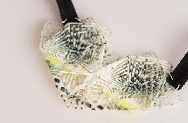 3D打印机创作设计印花珠宝和印花鞋