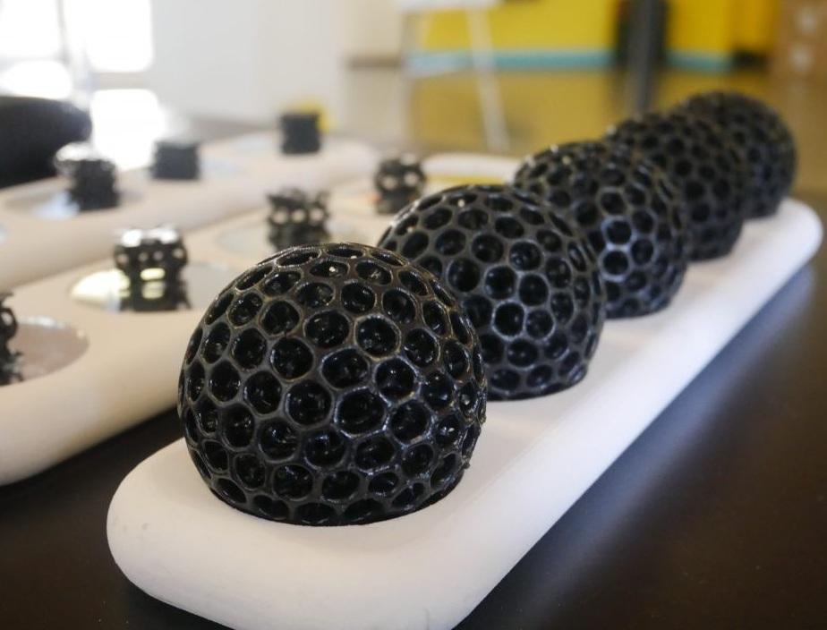 新开发的New Balance Formlabs树脂打印的镂空小球
