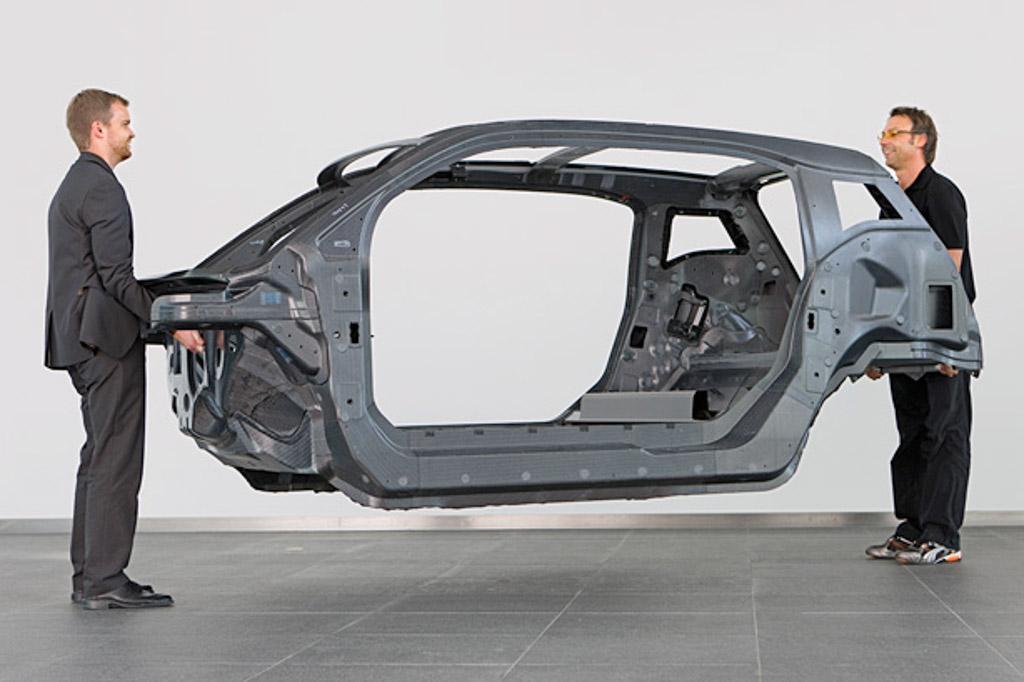BMW i3的碳纤维底盘。