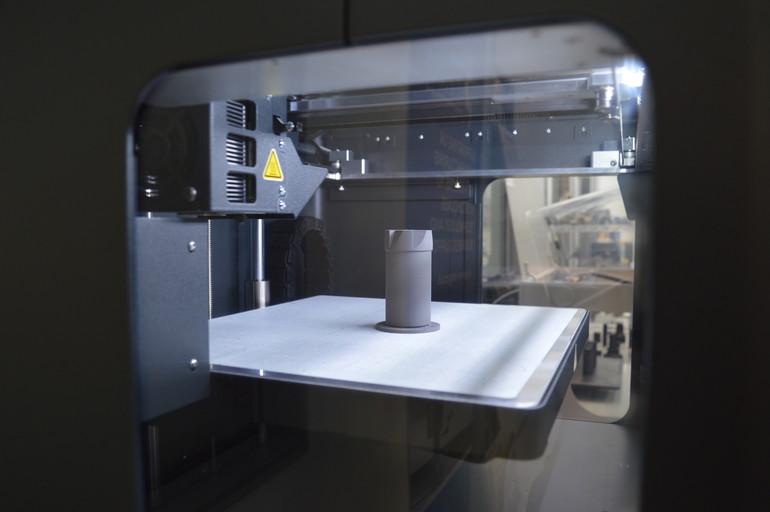 英国古灵(Guhring)的工程师们已经能够在复合材料中快速切割出原型工具,然后再用金属进行印刷